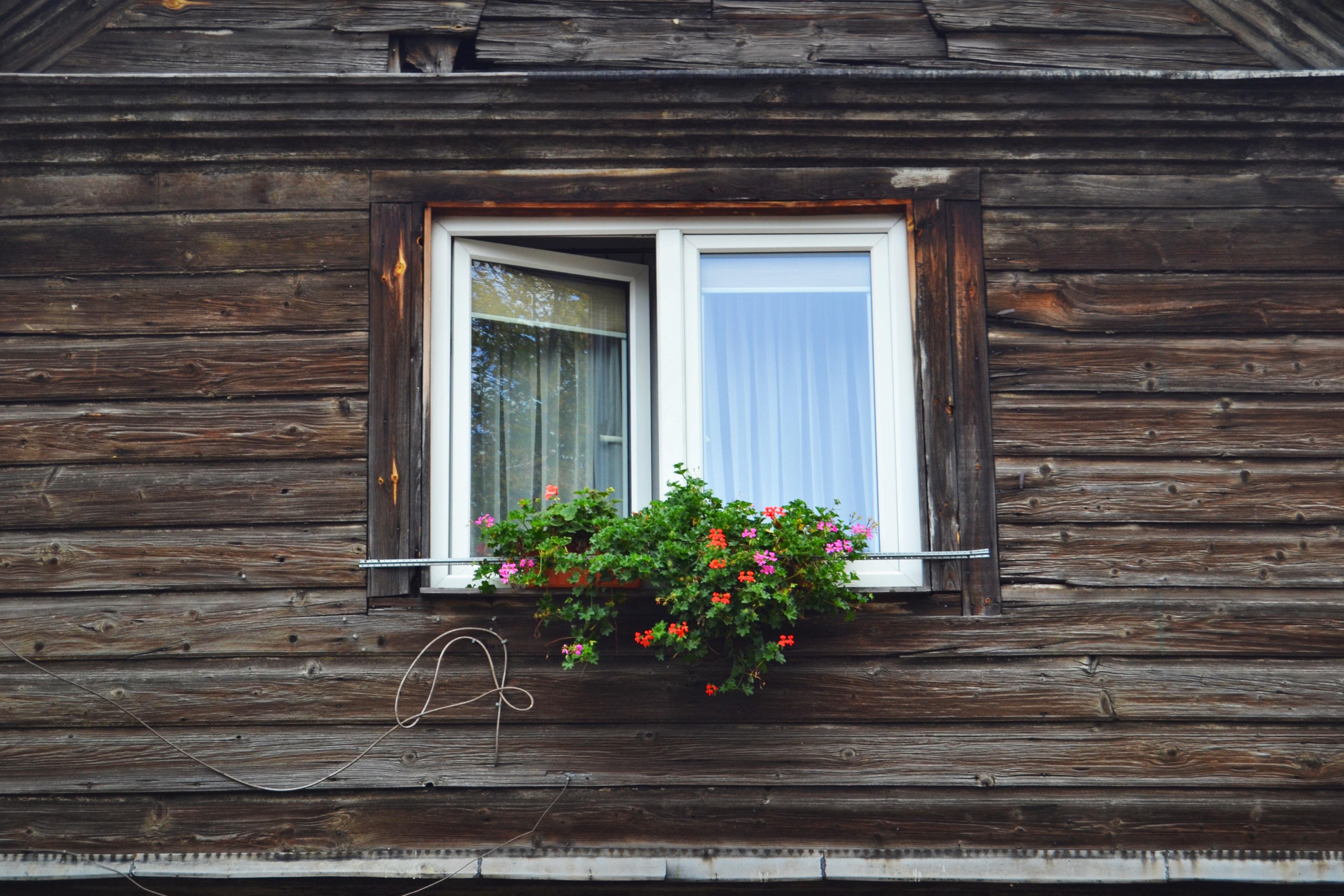 RĪGAS LOGI nodrošina dažāda izmēra logus dažādām mājām