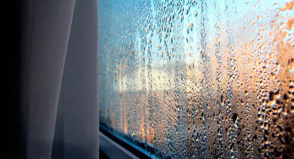 Kondensāts uz logiem