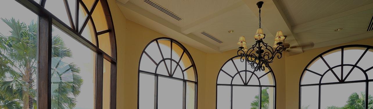Koka durvis un logi